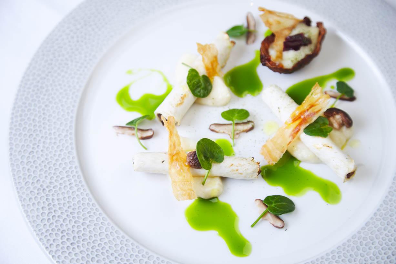 homegreenes-restaurant-cork-celeriac-ballyhoura-mushroom-pickles-jerusalem-artichoke-gorse-kombucha-vinegar-dressing-05.jpg