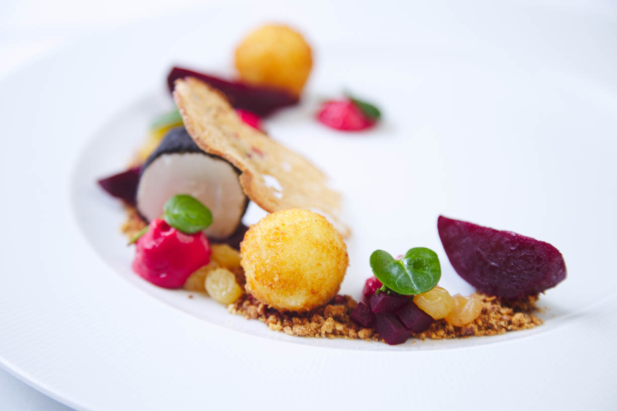 homegreenes-restaurant-goats-cheese-beetroot-walnut-grape-leek-ash-winter-purslane-spelt-crisp-scurvy-09.jpg